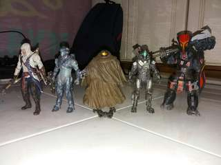Mcfarlane Halo 5 guardians and assassin creed action figures