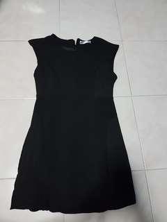 Tracy einny shift dress in black