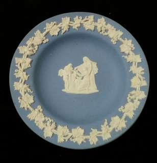 🚚 英國wedgwood藍色白雕瓷盤
