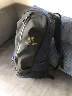 Arcteryx Arro 22 不死鳥 黑藍拼色