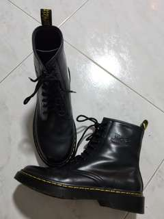BRAND NEW NA 1460 Smooth Dr Martens Boots in Black