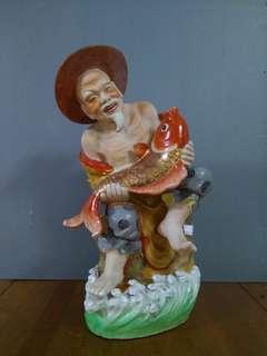 Porceline fisher man ( small : 36cm x 24cm x 20cm, midium : 46 cm x 28cm x 23cm , large : 51cm x 30cm x 23cm )