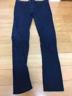 🚚 Uniqlo 深藍色長褲