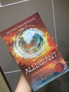 Allegiant by Veronica Roth [PAPERBACK, INDO VER]