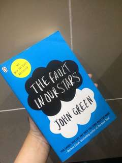 The Fault in Our Stars by John Green [PAPERBACK, ENGLISH VER]