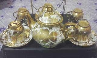 Perhiasan barang antik