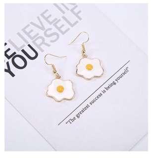 Sunny egg dangling earrings