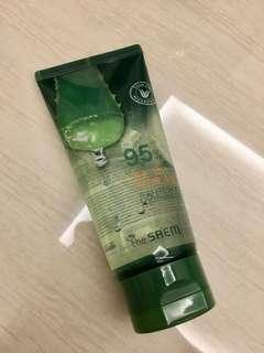 The saem 95% aloe soothing gel