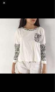 sweater zebra hitam putih