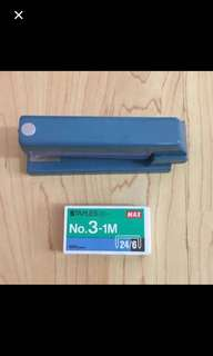 CLEARANCE SALES {Stationary - Stapler} Pre-owned 360 Degree Stapler C/W One Box MAX No. 3-1M 24/6 Staples