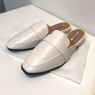 🚚 米白色 皮拖鞋