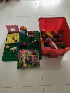 Lego Duplo sets with plate