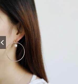 Circle hoop earrings with pearl