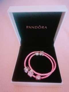 Pandora bracelet 手鏈 with 4 charms