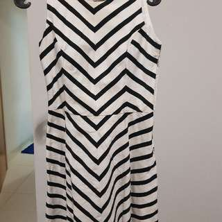 Dress Putih Garis Hitam Merk Executive