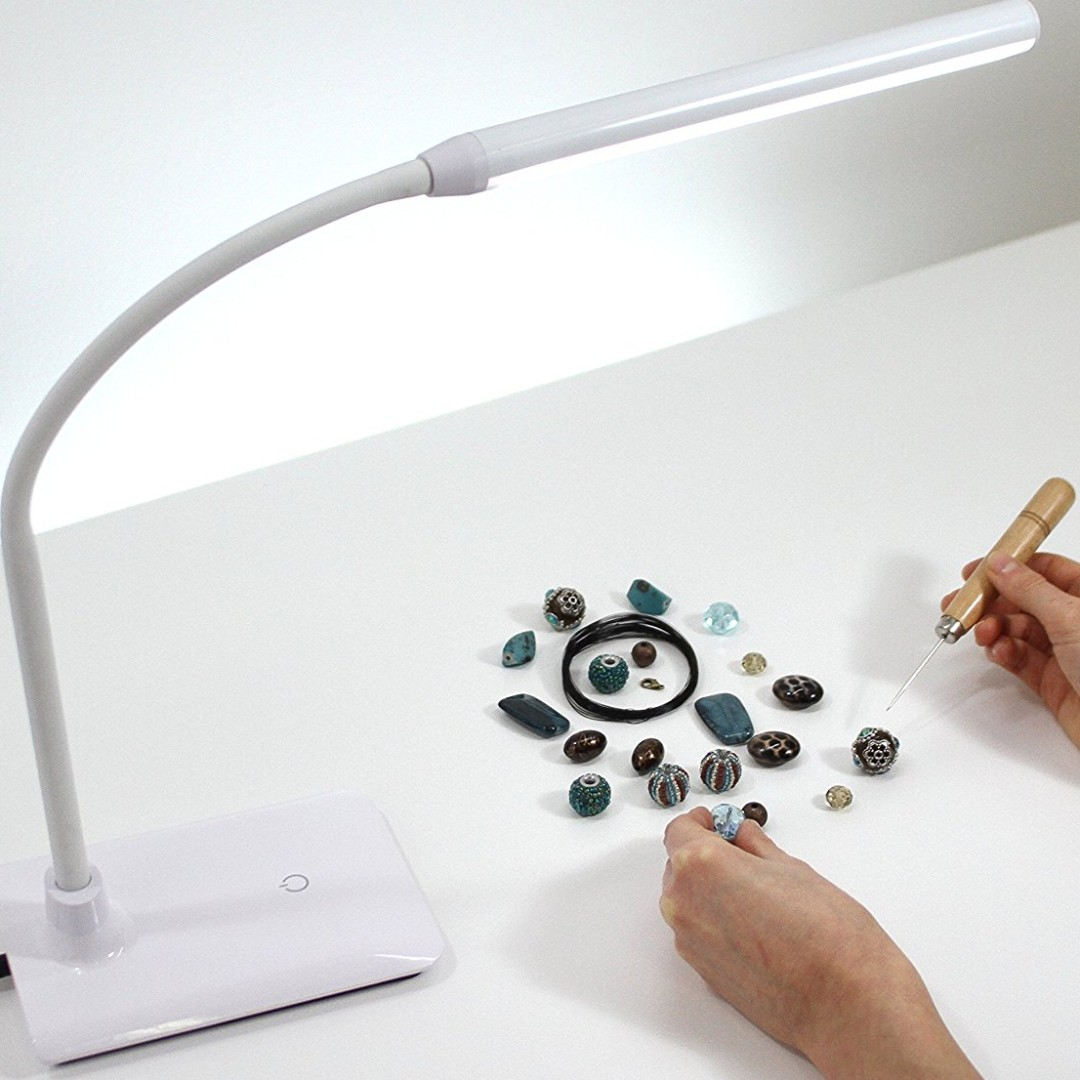 26 Daylight Uno Led Art Craft Table Lamp White Electronics Miniso Golf Desk Others On Carousell