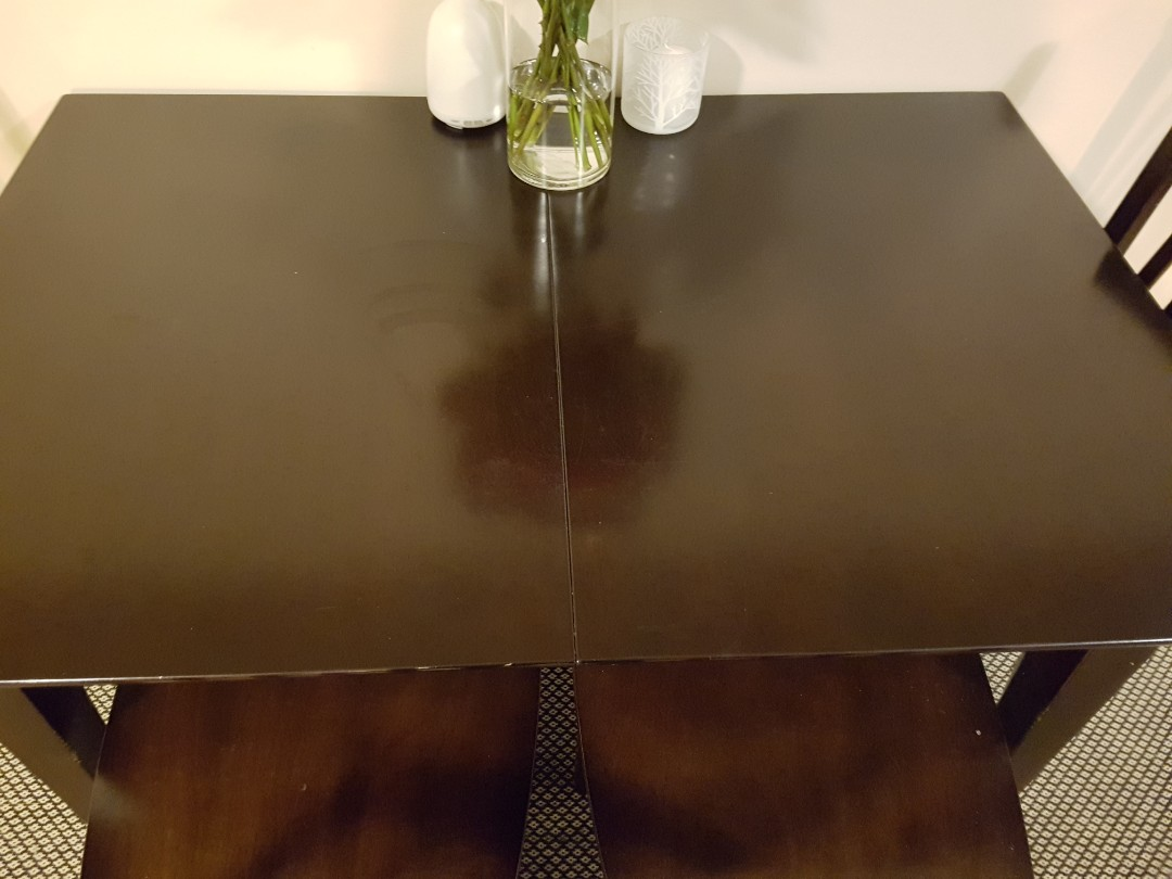 Expandable dining table and 4 chairs