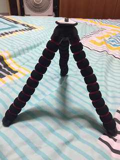 Bendable DSLR Tripod Stand. Lightweight. Can support DSLR