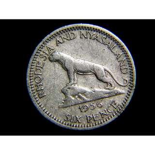 1956年英屬羅德西亞及尼亞薩蘭(Rhodesia & Nyasaland)黑豹盤山6便士(Pence)鎳幣(英女皇伊莉莎伯二世像)
