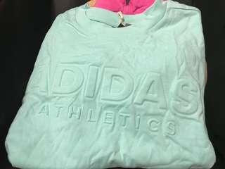 adidas female Signature tee  蝕放 size m 😃