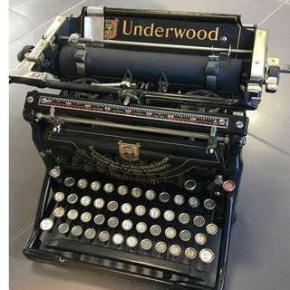 極罕 1920年 美國製 x 德國孔士洋行KUNST & ALBERS x 蘇聯版 UNDERWOOD 5 型古董打字機