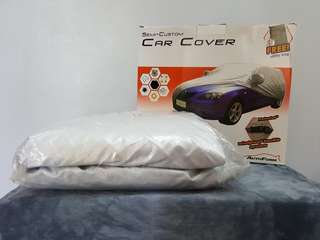 Car cover for hatchbacks