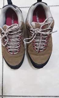 Timberland登山鞋