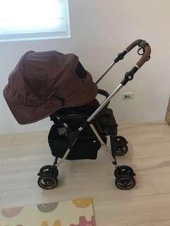 Combi MiracleTurn Elite 嬰兒車