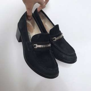 GUESS suede vintage heeled black loafers