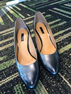 Super comfy Ecco silver/grey heels! *Price reduced! Just want to find it a new owner!*