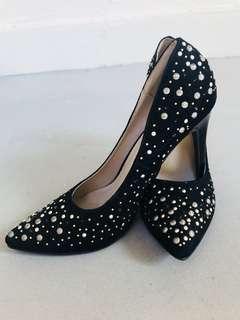 Something borrowed black pearl shoes