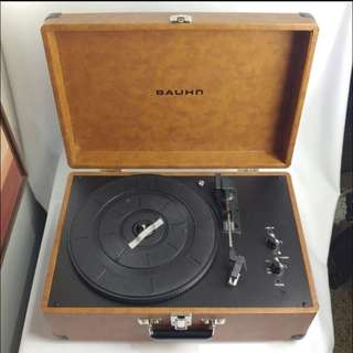 Vintage Suitcase Turntable (Bauhm)