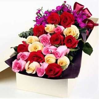 Roses Bouquet in gifts box / flower bouquet / surprise box delivery