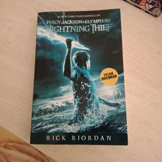 Percy jackson novel the lightning thief bahasa indonesia