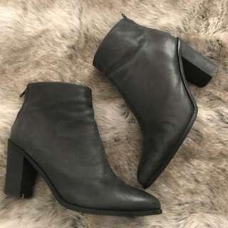 Tony Bianca black boots