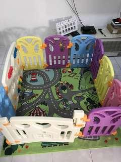 Baby playpen / play yard