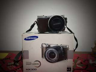 NX 300 mirrorless Kamera ( 2 unit mirrorless 2 lensa)