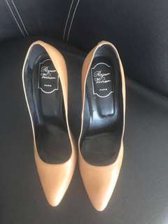 Firm on the price.  very good condition authentic Roger Vivier nude pointed pumps - 38.5