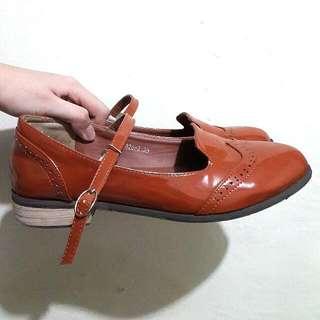 Sepatu Vintage Flat Shoeholic