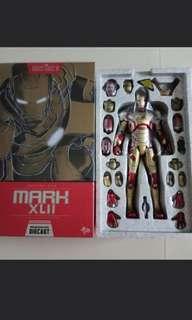 Iron Man Mark 42 + Pepper Potts helmet 3rd party Hot Toys