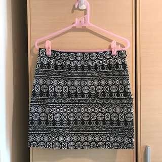🚚 CACO 圖騰貼身短裙