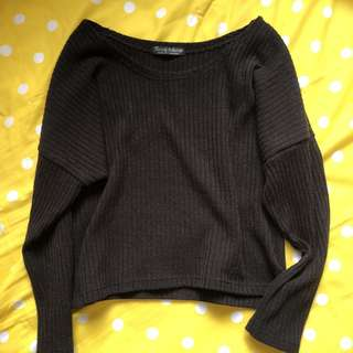 Thin material knitted black pullover