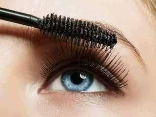 False lashes volume mascara