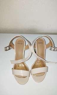 NOVO - nude heels