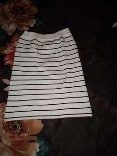 Rok mini sepan, baru di pakai 1 klai, di jual karna mau kosongin koper😆 ,aslinya bagus ya sista, muat sampai L