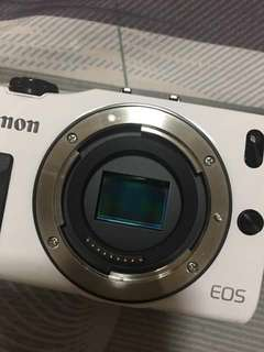 EOS - M (White) with 28mm Prime Lens (Built-in Ring Light Edition)