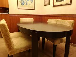 Extendable Wooden Dining Table with 5 chairs