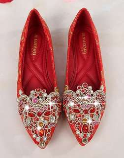 Red flat kua shoes for wedding
