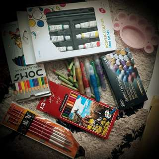 Colors ..brushes..etc..and lot of free stuff related to stationary for kids