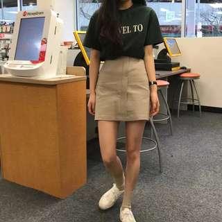 卡其色短裙